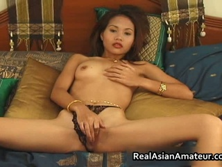 Asian Amateur Cutie vibrator fucking her cookie
